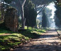 Locandina: Passeggiata per l'Appia Antica con Apericena dagli antichi sapori