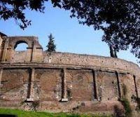 Locandina: L'Anfiteatro Castrense e l'area archeologica di Santa Croce in Gerusalemme