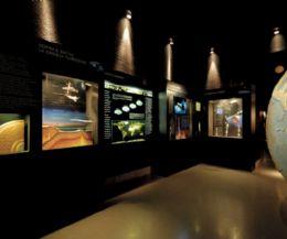 Locandina: Programma del Planetario del Mese di Aprile 2015