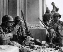 Locandina: Il settantesimo anniversario dello sbarco degli Alleati con le foto  del grande fotoreporter di guerra in mostra al Museo di Roma Palazzo Braschi