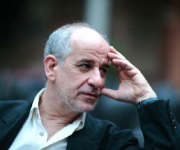 Locandina: Lunedì 28 ottobre Toni Servillo legge Napoli al Teatro Vascello di Roma