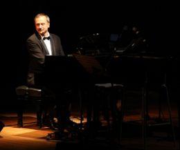 Locandina: Ripartono da lunedì 28 ottobre, gli appuntamenti con gli spettacoli concerti scritti e diretti da Stefano Reali