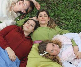 Locandina: Piccole donne ovvero la storia di Meg, Jo, Beth e Amy