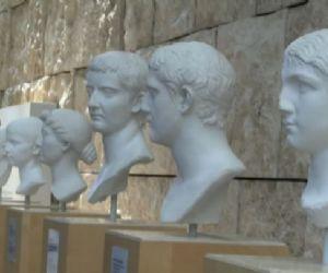 Locandina: I calchi in gesso dei ritratti dei nipotidi Augusto