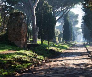 Locandina evento: Passeggiata per l'Appia Antica con Apericena dagli antichi sapori