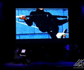 Lo spettacolo per piano e voce narrante dedicato al grande funambolo francese Philippe Petit