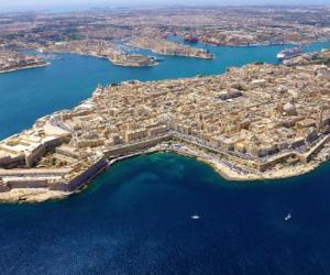 Locandina: Mediterraneo in chiaroscuro