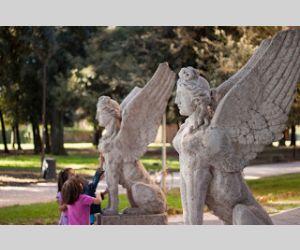 Locandina: Caccia al tesoro nei giardini incantati di Villa Torlonia e della Casina delle Civette