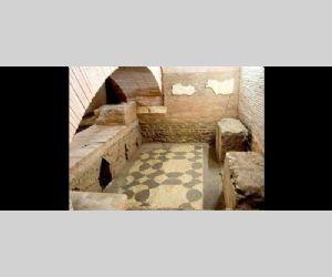 Locandina: I sotterranei di San Lorenzo in Lucina e i resti della meridiana di Augusto