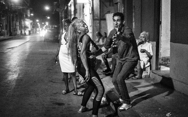 Risultati immagini per Ridere e combattere per le strade di Cuba wegil