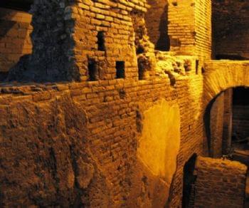 Locandina: La città' sotterranea dell'acqua e il rione Trevi