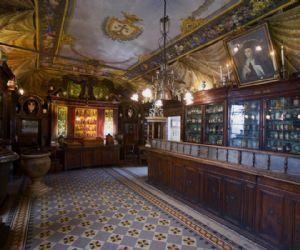 Visita alla più antica farmacia d'Europa e alla chiesa annessa