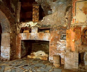 Visite guidate - Le Catacombe di San Sebastiano sull'Appia Antica e i resti del Circo e del Mausoleo dinastico di Massenzio