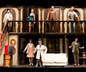 Lo spettacolo di Michael Frayn nel 2015 festeggia i 32 anni dal suo debutto italiano