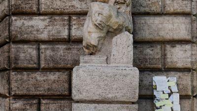 Visite guidate - Statue Parlanti. Storia. Aneddoti. Curiosità