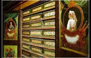 Visite guidate - Visita alla Basilica di Santa Maria in Trastevere e l'antica spezieria con permesso speciale