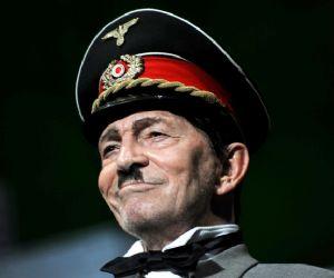 Spettacoli - Al Teatro Argentina La resistibile ascesa di Arturo Ui di Bertolt Brecht con Umberto Orsini