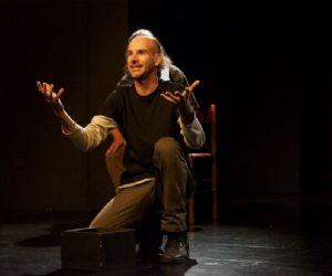 Spettacoli - Al Teatro Abarico Uomini terra terra per far conoscere la storia prima del terremoto dell'Aquila