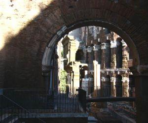 Visite guidate - Fra storia e leggende, la passeggiata si snoda nel cuore del rione S. Angelo