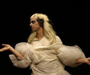 Spettacoli: Uno spettacolo di e con Andrea Cosentino regia Andrea Virgilio Franceschi