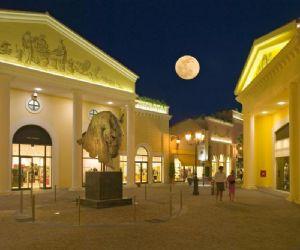 Serate: Vogue Fashion's Night Out al Castel Romano Designer Outlet