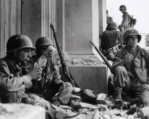 Mostre - Il settantesimo anniversario dello sbarco degli Alleati con le foto  del grande fotoreporter di guerra in mostra al Museo di Roma Palazzo Braschi