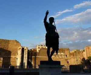 Visite guidate - Passeggiata per famiglie con bambini dal Campidoglio al Colosseo attraversando i Fori Imperiali