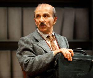 Spettacoli - Uno spettacolo scritto e diretto da Carlo Buccirosso