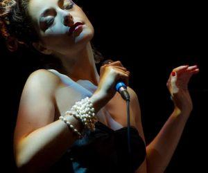 Locali - La grazia di Pilar incontra l'energia dell'Orchestra Operaia