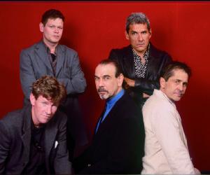 Tuxedomoon, sono una band di culto che rappresenta una straordinaria eccezione nel mondo musicale ultra strutturato di oggi