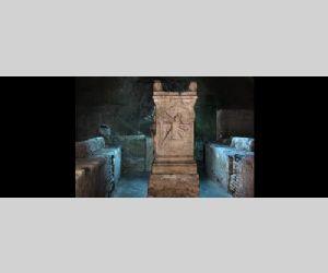 Un monumento pluristratificato che nasconde tesori artistici risalenti all'epoca paleocristina, medievale e facciata barocca