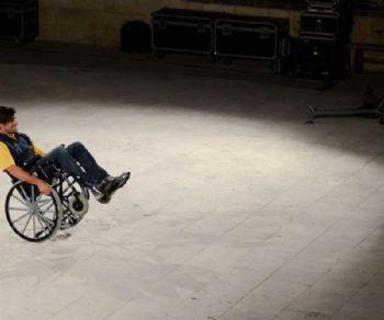 In Via Giulia va in scena la lotta di potere tra un normodotato e un paraplegico arrogante