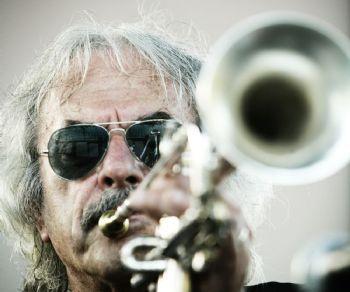 Un quintetto di musicisti di valore che comprende Enrico Rava (tromba) e Joe Lovano (sax)