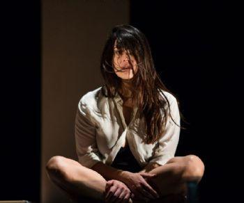 Valentina Lodovini in uno spettacolo di Dario Fo e Franca Rame