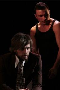 In scena nei due lavori della giovane e brillante Compagnia Nest i luoghi simbolo della periferia «est» della città di Napoli