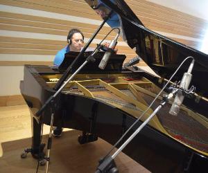 Il pianista compositore presenterà il disco Magic Puppet