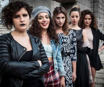 Cinque giovani donne che vivono un incubo dentro una prigione del nostro tempo
