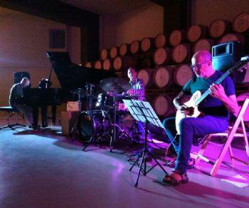 Locali - Entheos Trio