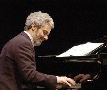 """Il pianista torna con """"La musica è pericolosa"""""""