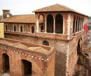 Magnifico sito su un'area che in età Imperiale ospitava il Foro di Augusto