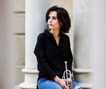 La cantante e trombettista che ha conquistato la critica internazionale con il suo album di debutto