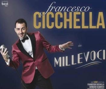 Francesco Cicchella mette in gioco le sue doti di comico, cantante e intrattenitore