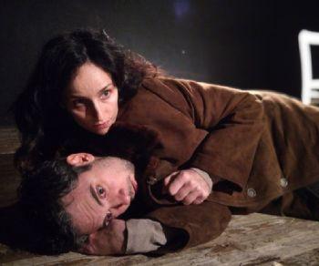 Spettacoli - Amleto e sua moglie Ofelia