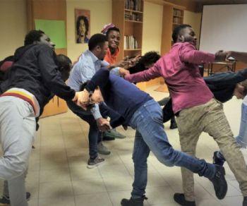 Un progetto teatralede dicato alla questione delle migrazioni forzate