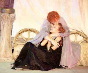 Barbara De Rossi interpreta la Medea di Jean Anouilh