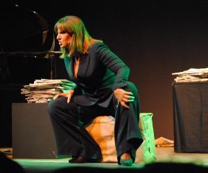 Spettacoli - Elena Bonelli e il suo Brecht