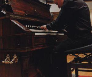 La musica da film di Saint-Saëns  eseguita dal vivo dall'harmonium di Brizi
