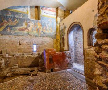 La guida turistica Paola vi guiderà in questo labirinto di stanze ipogee