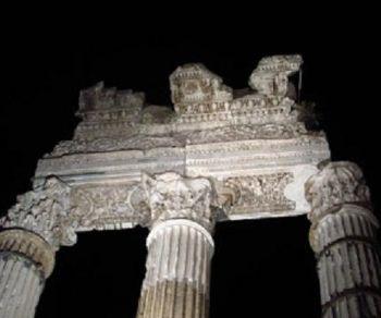 Visita guidata al chiaro di luna nei luoghi legati alla carismatica figura di Giulio Cesare