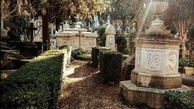 Visite guidate - Al Cimitero acattolico: le vite, le follie, gli amori